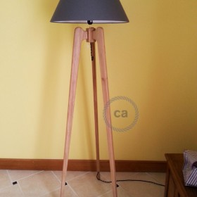 Raoul Lima: tripod lamp